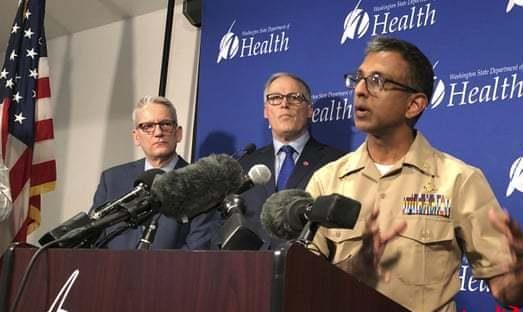 美国首例肺炎患者由机器人治疗 有安保人员守卫