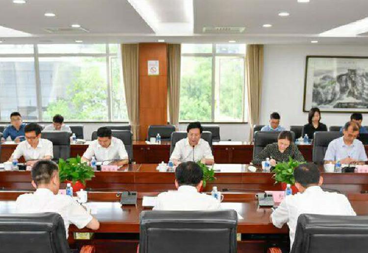 胡衡华在岳麓区调研经济社会发展情况